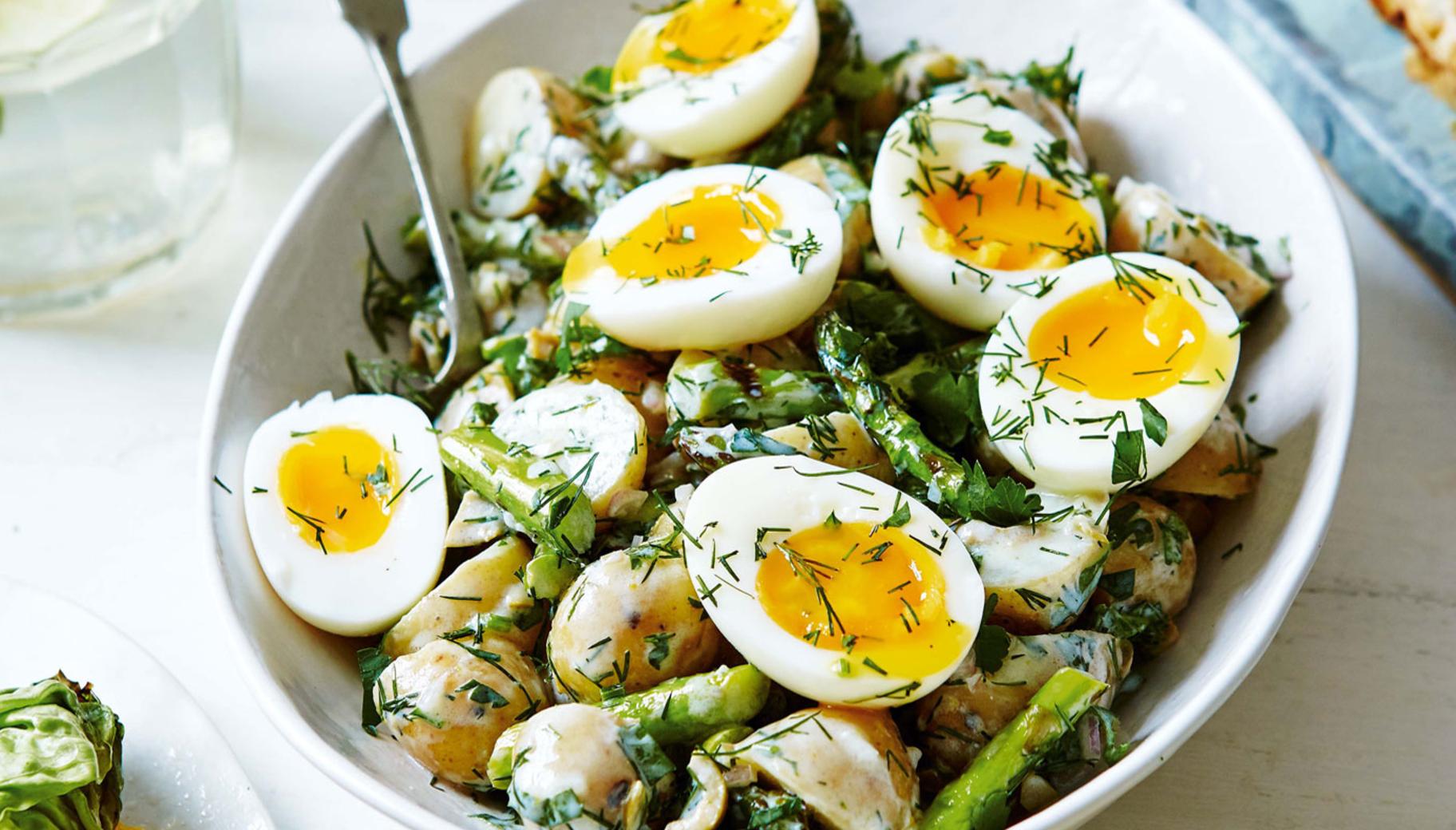 ideas de recetas faciles y rapidas para cenar en fotos, ensalada super rica con patatas y huevos, platos saludables