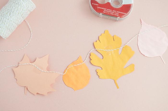 ideas de manualidades con hojas de otoño coloridas hechas de papel, ejemplos de manualidades de papel para decoraar la casa