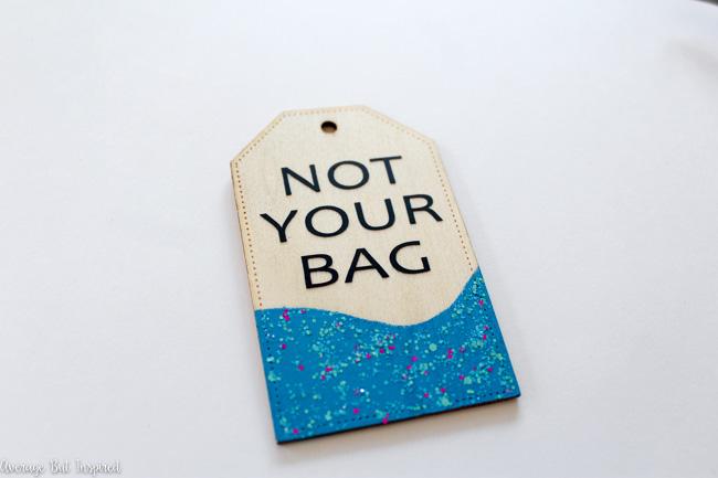 ideas de regalos para mejores amigas, regalos personalizados para las personas que aman los viajes, etiquetas DIY con purpurina