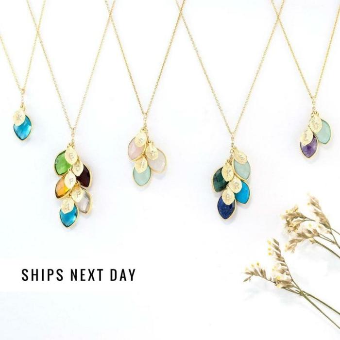 preciosos pendientes con piedras en colores, preciosas joyas con piedras brillantes, ideas para regalar