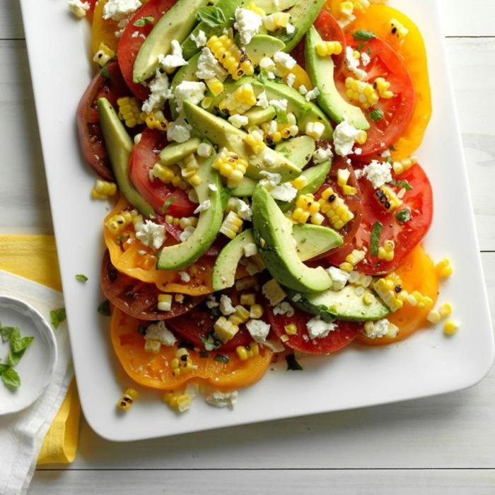 recetas faciles y rapidas para comer, ensalada con aguacate maiz y queso blanco, platos ricos y saludables