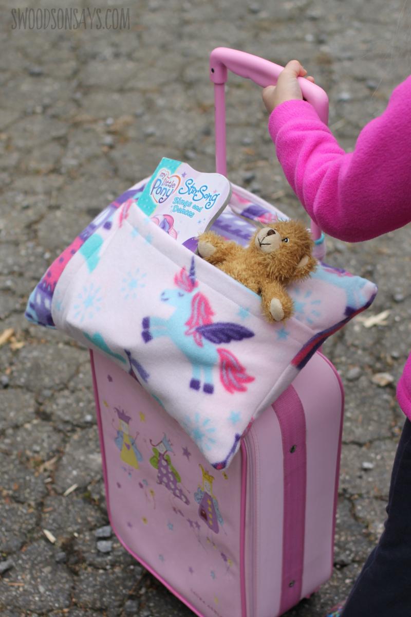 maletas para niños originales y bonitos, pequeña malera en color rosado con los Reyes Magos, regalos para niños