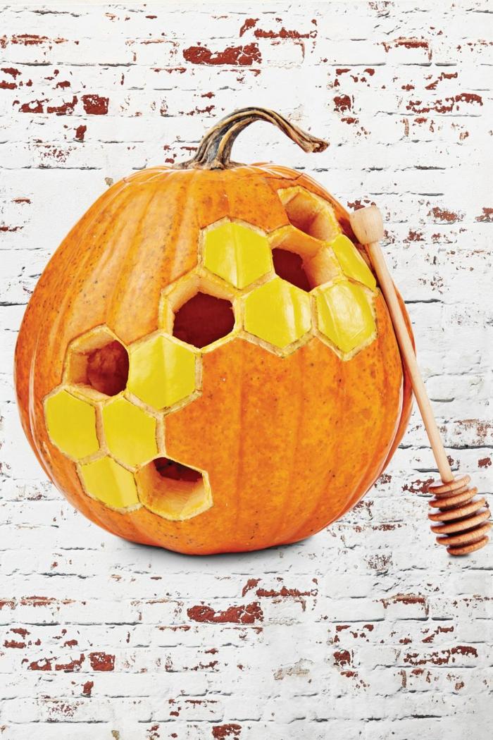 fotos de calabazas talladas para Halloween, manualidades Halloween creativas, propuestas de manualidades para adultos