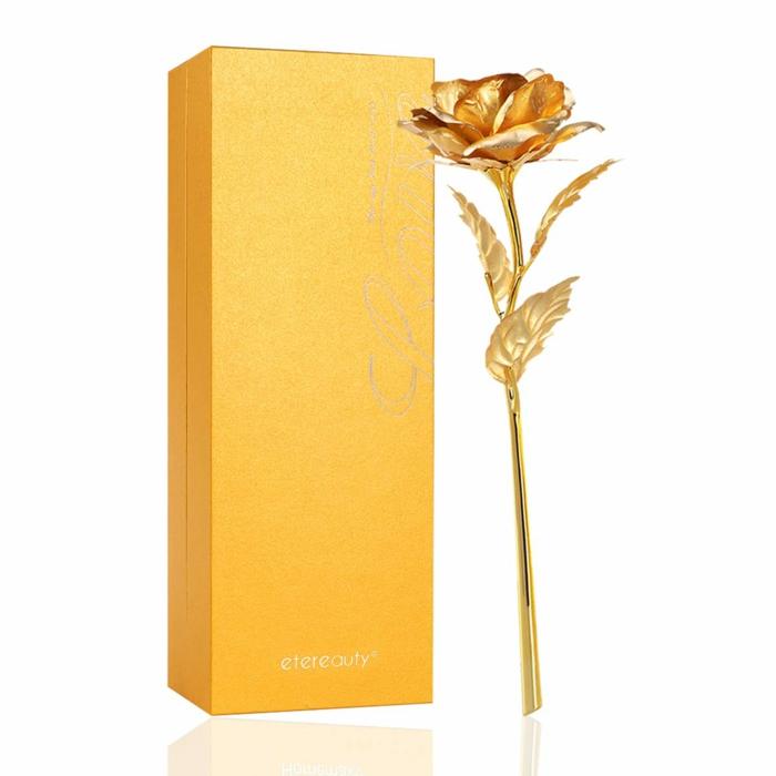 preciosa rosa eterna en color dorado, detalles para regalar a tu madre o abuela, ideas para feliz cumpleaños abuela