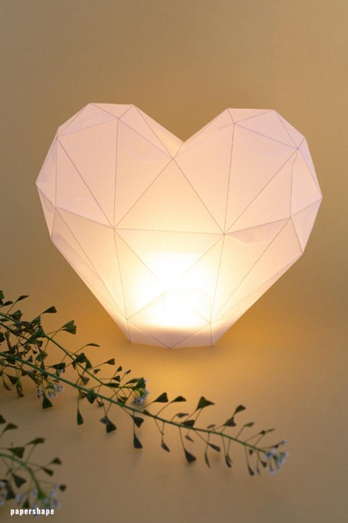 lámpara de noche en forma de corazón, manualidades para regalar originales en fotos, proyectos de bricolaje paso a paso