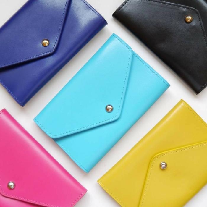 monederos en colores vibrantes para regalar a una amiga, manualidades para regalar a una amiga y otros regalos temáticos