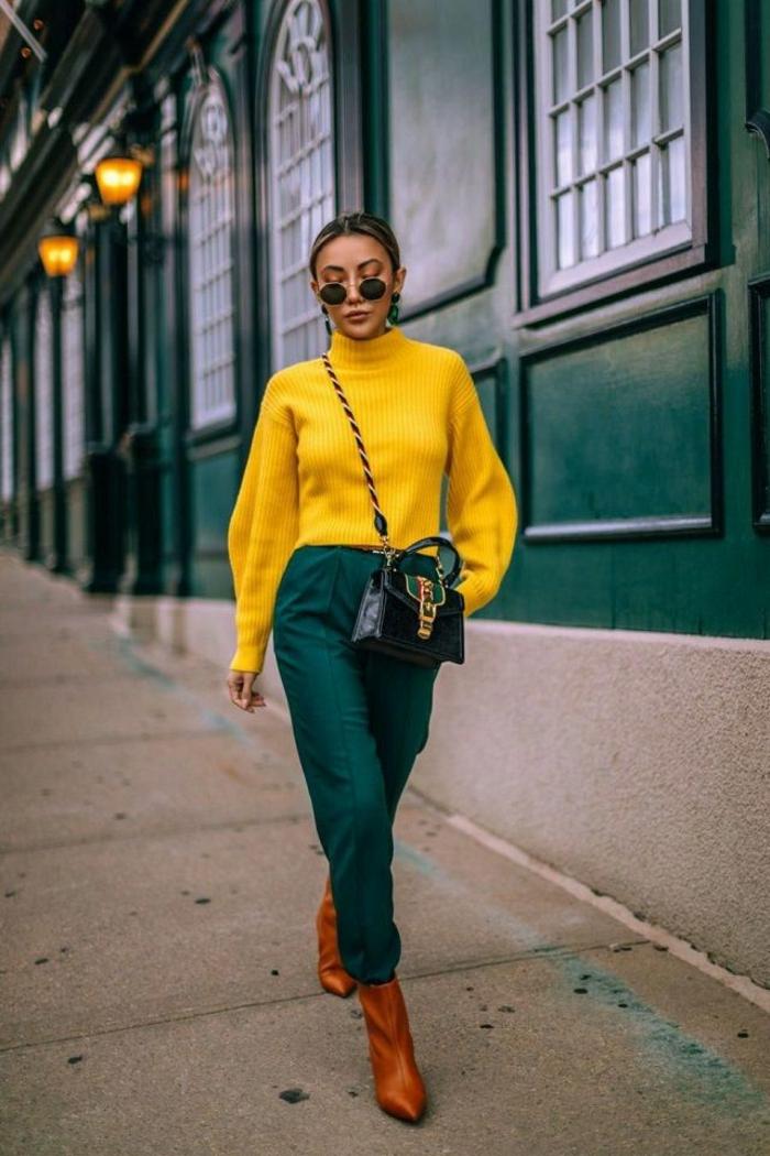 amarillo y verde combinados con botas en color marrón, ideas de colores que combinan con amarillo, fotos de prendas modernas