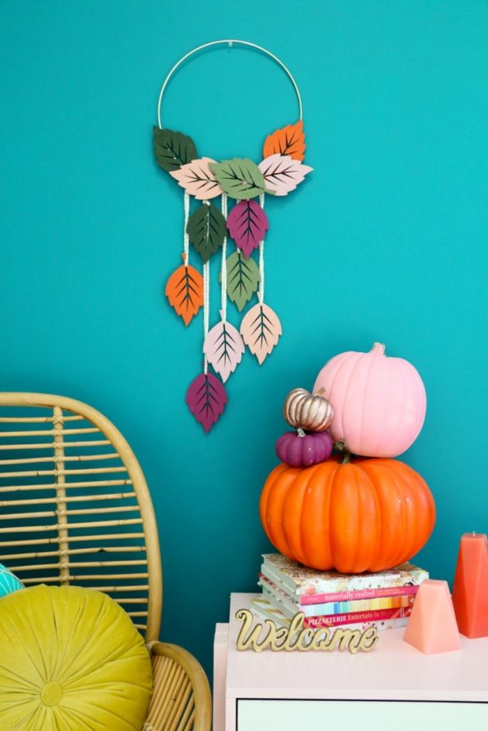 salón decorado en colores vibrantes con decoración otoñal, manualidades para adultos originales en fotos