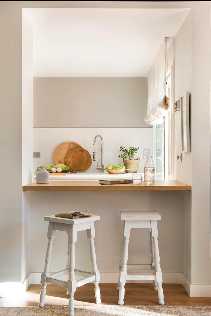 cocina con barra en blanco, cocinas americanas pequeñas y modernas, blanco y madera, barra con encimera de madera