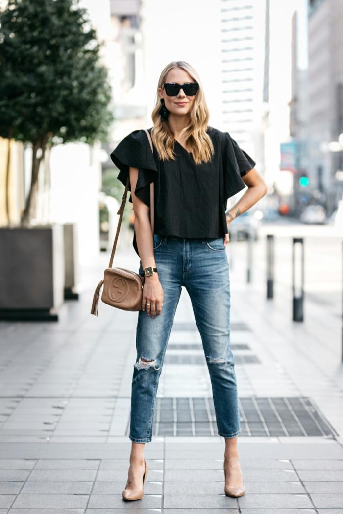 ejemplos de combinaciones de ropa para conseguir un estilo impecable, ideas de colores que pegan bien con vaqueros