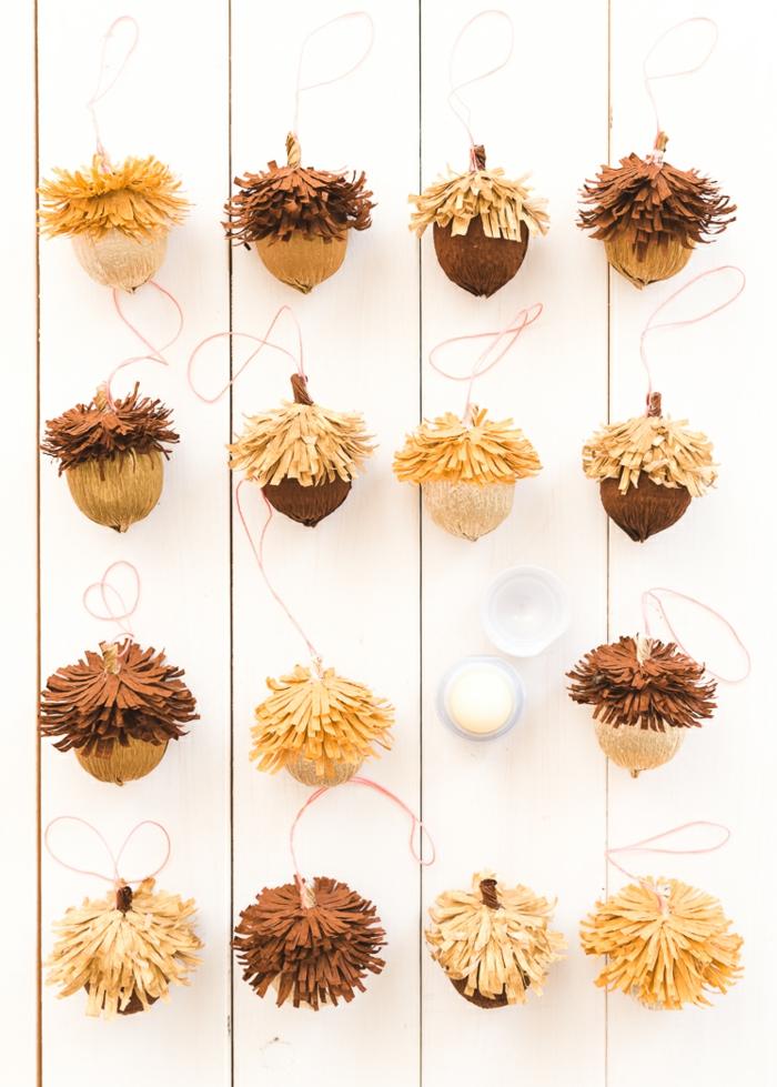 adornos pequeños DIY en forma de bellotas, manualidades con papel crepe paso a paso, tutoriales de manualidades
