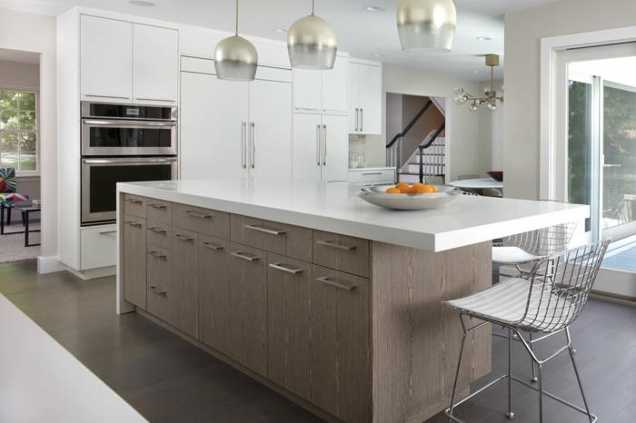 excelentes ideas sobre como reogranizar tu cocina, grande barra con sillas altas, suelo de parquet, fotos de cocinas modernas