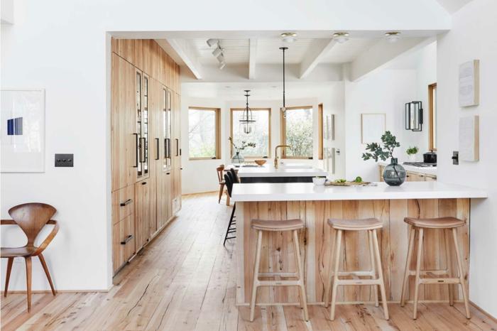 espacio decorado en estilo contemporáneo con isla y sillas altas, cocinas con peninsula, bonitas ideas sobre como amueblar una cocina