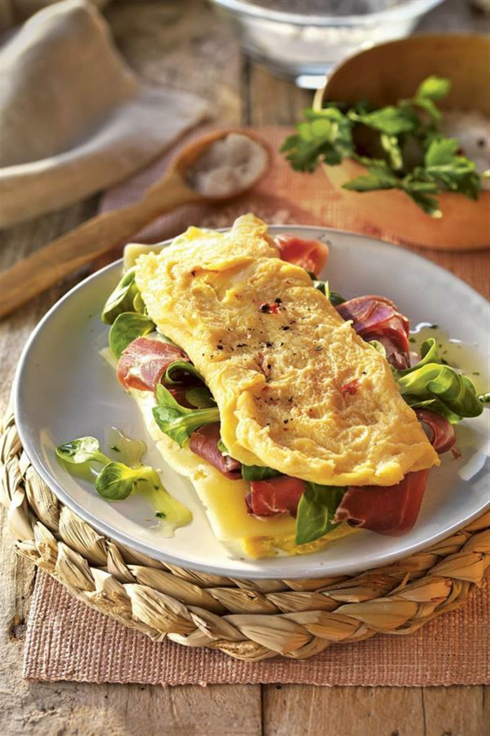 geniales ideas para cenas bajas en calorias, cenas con huevos, heuvos y jamón, recetas para una vida saludable