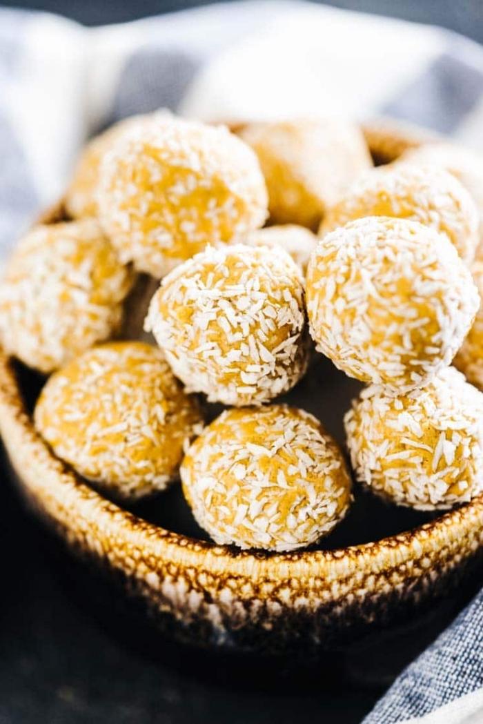 bolas de manteca de cacahuetes con ralladura de coco, ideas sobre como hacer trufas paso a paso, más de 90 ideas