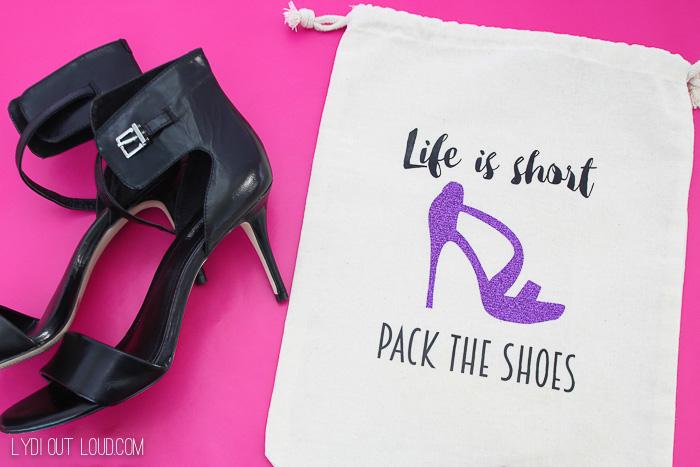 bolso personalizado para guardar tu zapatos mientras estas de viaje, propuestas de regalos DIY unicos en imagenes