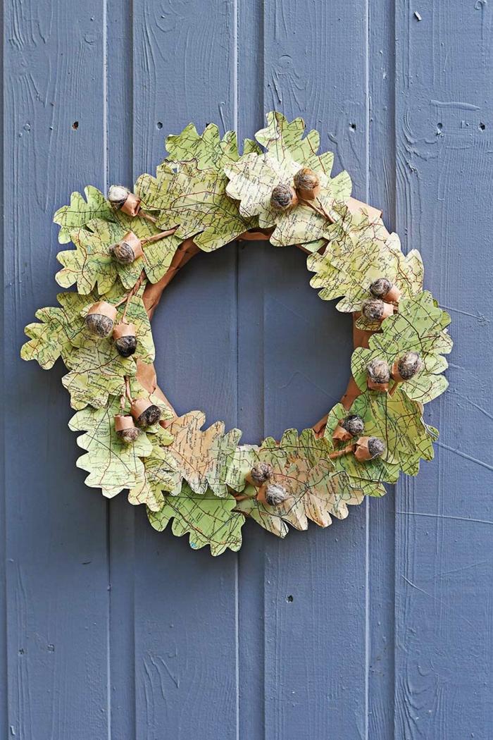 bonitas ideas de manualidades halloween y decoración otoñal, corona con hojas de otoño hechas de papel reciclado