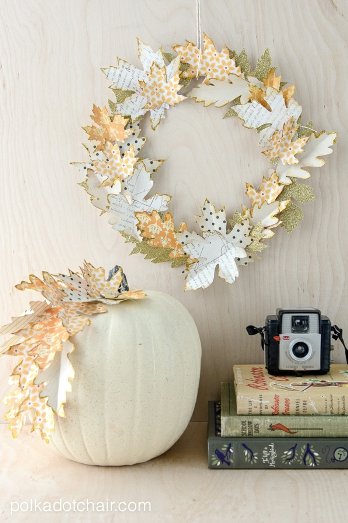 ideas estilosas para decorar el salón en otoño, manualidades de papel originales, manualidades halloween fotos