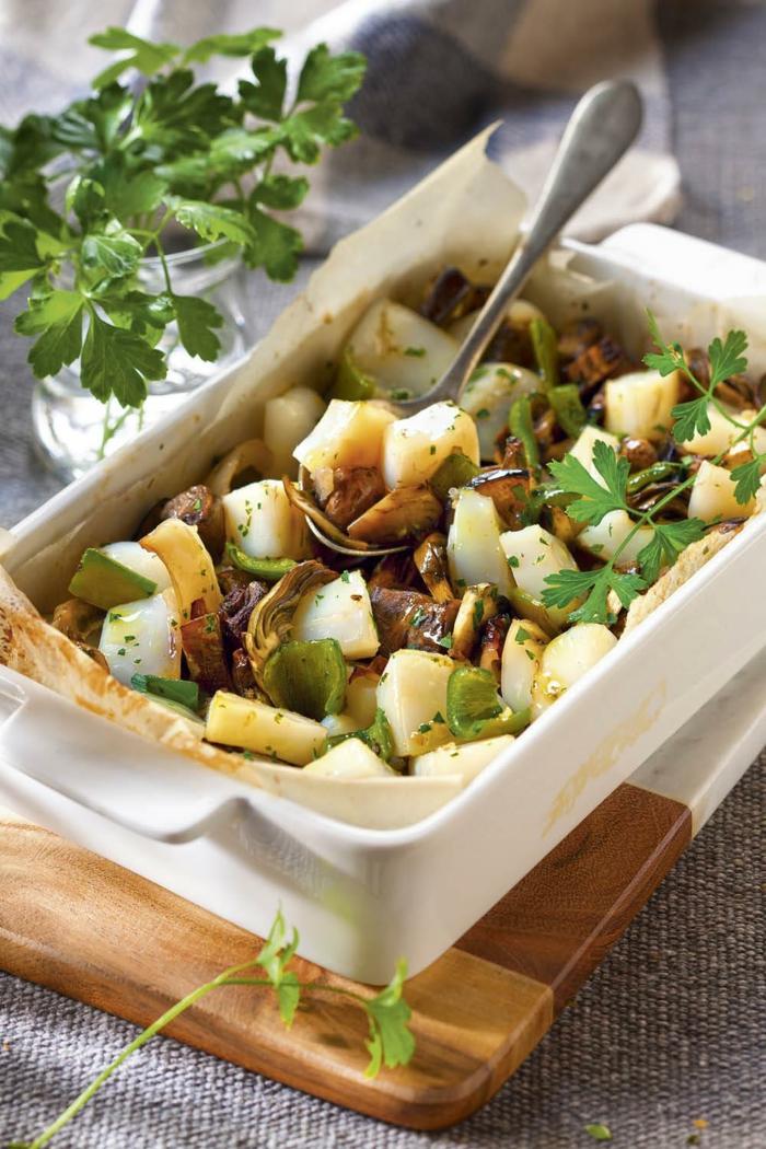 caserola con papas, pimientos verdes y vegetales, ideas para cenas saludables para preparar en 30 minutos