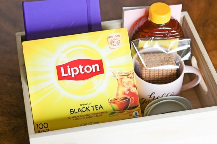 caja con pequeños detalles para las madres y suegras que aman el te, regalos originales personalizados