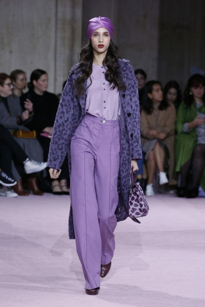 fantásticas ideas sobre cómo combinar colores ropa, chaleco en color púrpura print animal, pantalones anchos en color lila