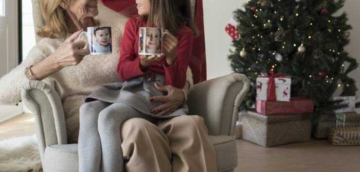 ideas de regalos de navidad para abuela, regalos de cumpleaños. regalos con fotos personalizados, tazas con fotos de los nietos
