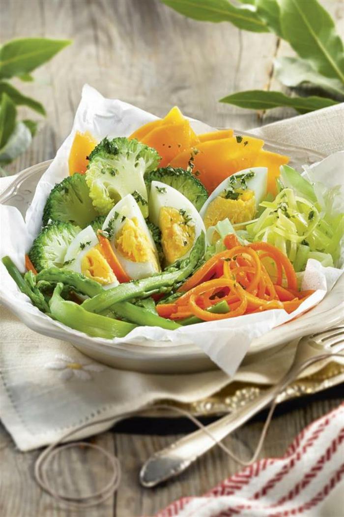 ensalada con huevos, vegetales con huevos cocidos, recetas bajas en calorias, alternativas saludables