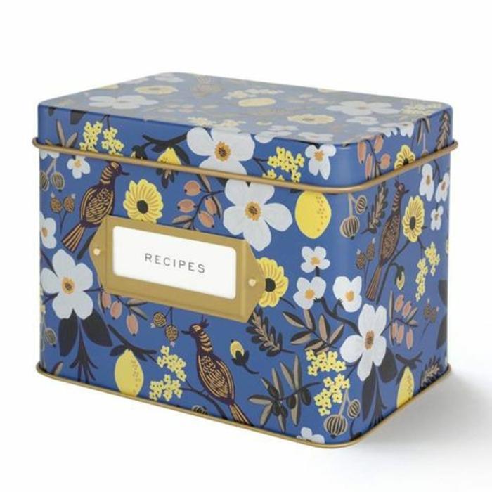 caja de metal para recetas, caja con motivos florasles, regalos originales y útiles, regalos originales para mujeres