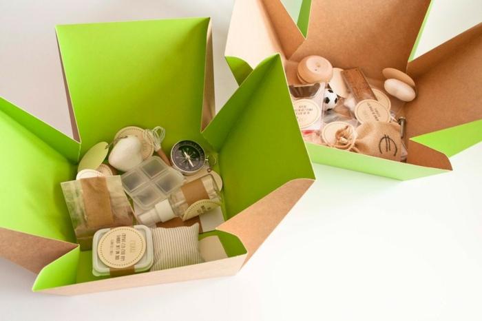 cajas con pequeños detalles para regalar a un familiar, regalos DIY para mujeres, ingeniosas ideas para el cumpleaños de tu suegra