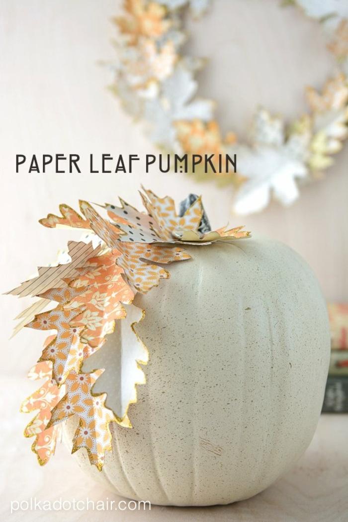 calabazas decoradas con hojas de otoño de papel, manualidades de papel fáciles y super originales en fotos