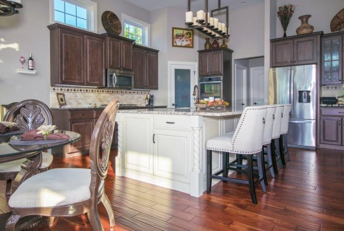 ambiente decorado en estilo vintage, cocina abierta al comedor, ideas de salon cocina americana en 100 imágenes