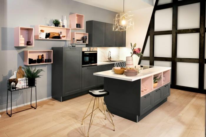 pequeña cocina con isla en diferentes niveles, decoración en rosado y los tonos del gris, ideas de salon cocina americana