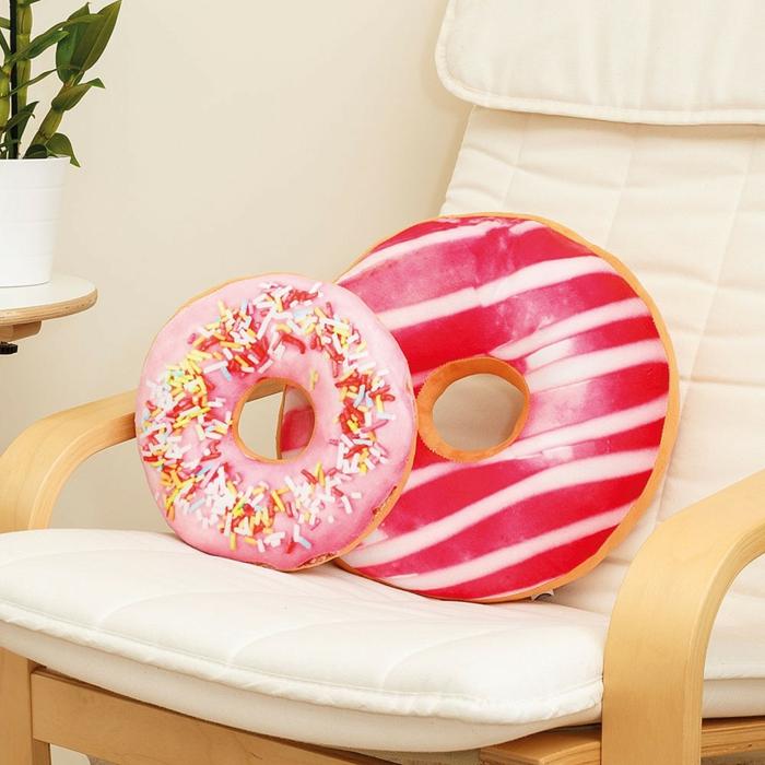 regalos originales para mujeres para decorar la casa, cojines decorativos en forma de rosquillas, fotos decoracion casa