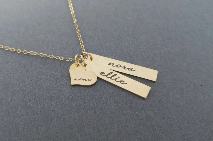 preciosas joyas para regalar a tu abuela, regalos de cumpleaños especiales, collar de oro con los nombres de los nietos