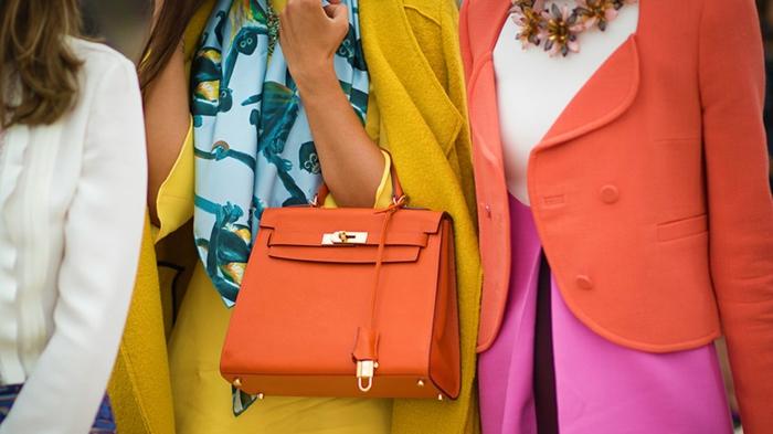 colores que combinan con amarillo y naranja, prendas en colores vibrantes para llevar en verano, combinaciones de colores