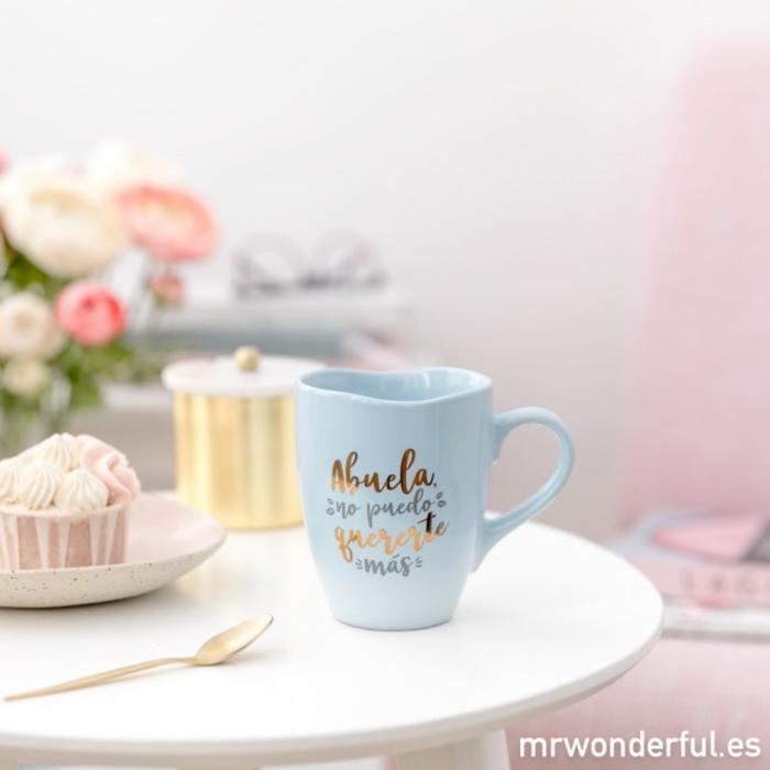 taza personalizada en color azul con letras en dorado, regalos de cumpleaños bonitos, fotos de regalos para tu abuela