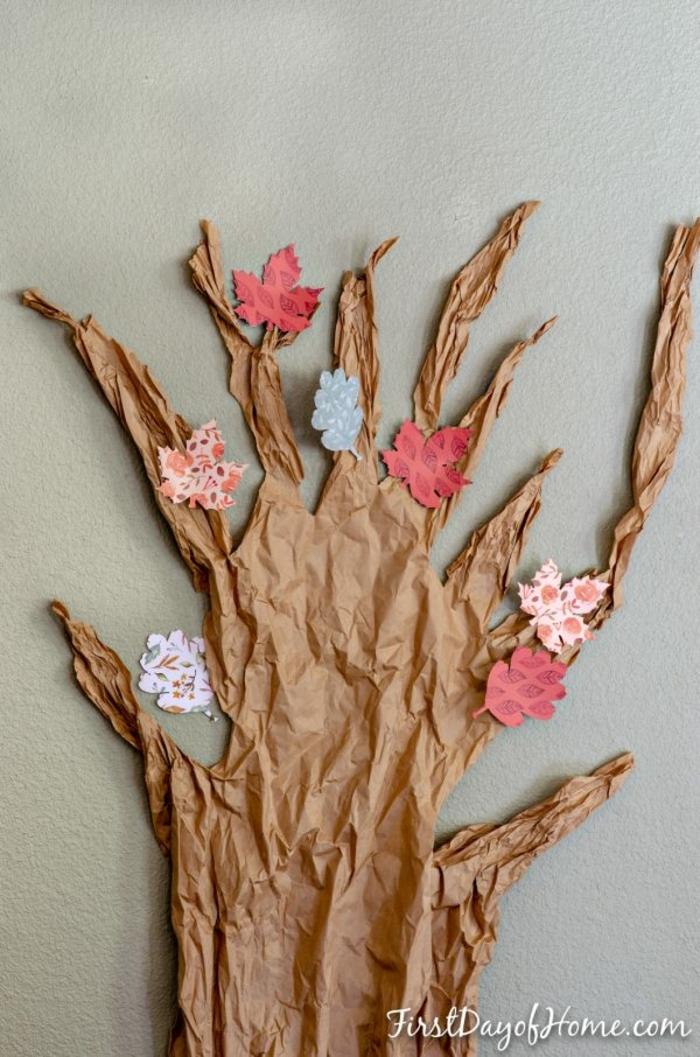 ideas de decoración Halloween bonita, manualidades de papel bonitas, árbol decorativo en la pared con hojas de otoño de papel