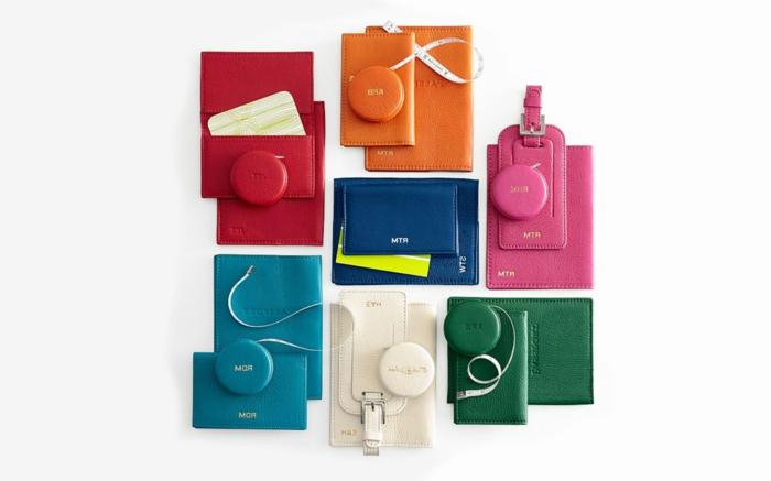 ideas de regalos personalizados originales, regalos para mejores amigas y amigos, monederos en colores vibrantes