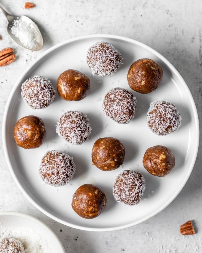 ideas sobre cómo hacer picadura llenas de proteinas naturales e ingredientes sanos, bolas caseras con nueces pecanas y ralladura de coco