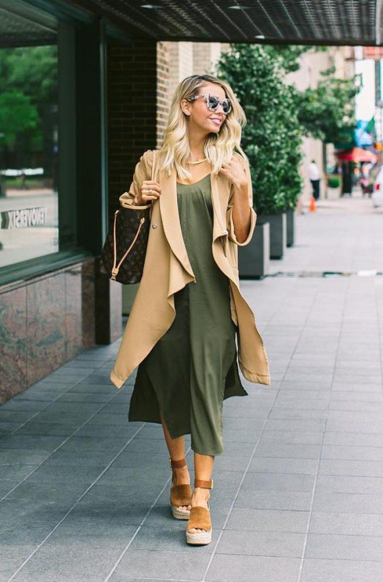 las mejores ideas de combinaciones de colores para el otoño, vestido en color verde apagado combinado con un abrigo en beige