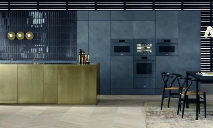 cocinas abiertas al salon modernas en estilo industrial, cocina decorada en azul oscuro y verde apagado, fotos de cocinas grandes