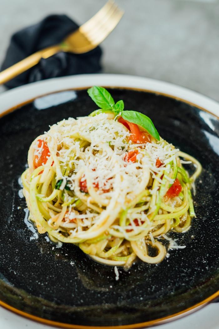 zoodles saludables y faciles de hacer en casa, como preparar pasta saludables, recetas de cenas saludables y faciles de hacer