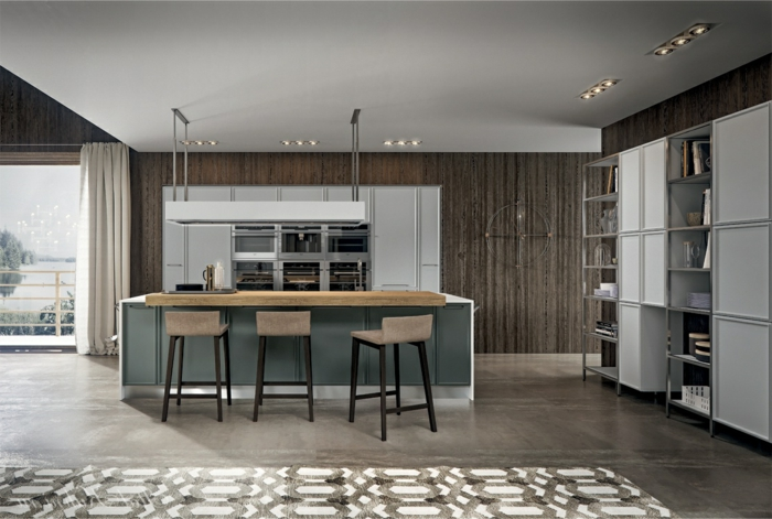 grande cocina con barra, cocinas abiertas al salon, decoración de cocinas grandes y funcionales, paredes blancas, suelo con baldosas