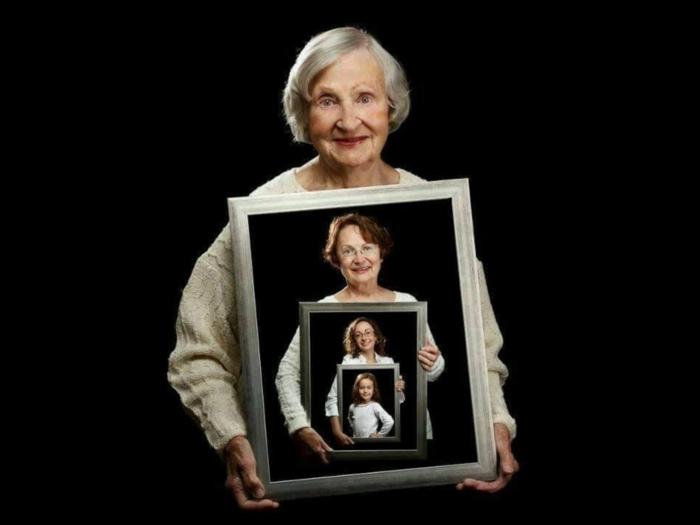 magníficas ideas de regalos para tu abuela, regalos de cumpleaños originales, cuadros con fotografías de madres, hijas, abuelas y nietas