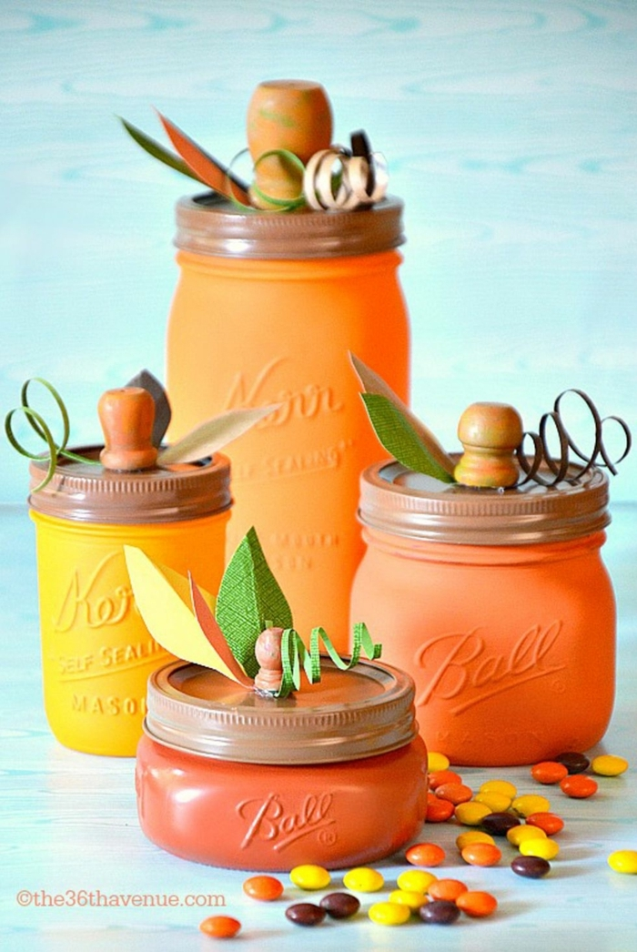 manualidades faciles y originales para niños y adultos, frascos pintados en amarillo y naranja y decoración otoñal