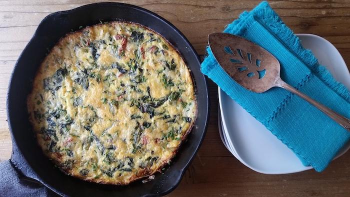 fritata con espinacas y huevos, ideas de recetas con espinacas saludbles, fotos con recetas detalladas de cenas ligeras