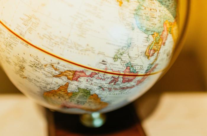 grande globo como elemento decorativo para regalar a un amigo viajero, regalos de cumpleaños para hombres y mujeres