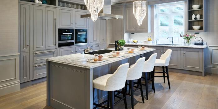 cocinas decoradas en blanco y gris, ideas sobre como decorar una cocina moderna, decoracion de cocinas en colores modernos