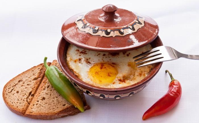 ideas de recetas con huevos super fáciles de preparar en casa, huevos cocidos con pimienta roja y chile