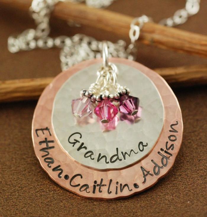como sorprender a tu abuela con un regalo personalizado, joyas para regalar a tu abuela, ideas de regalos de cumpleaños